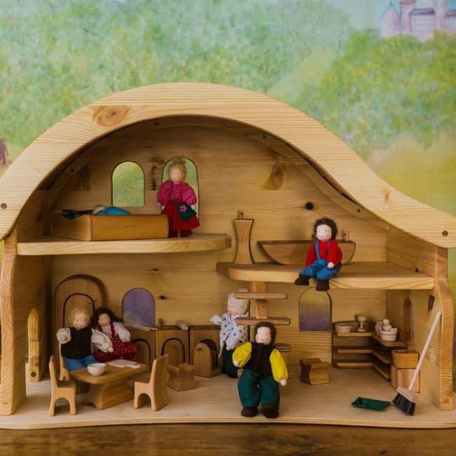 Dette dukkehus er håndlavet og i udsøgt kvalitet