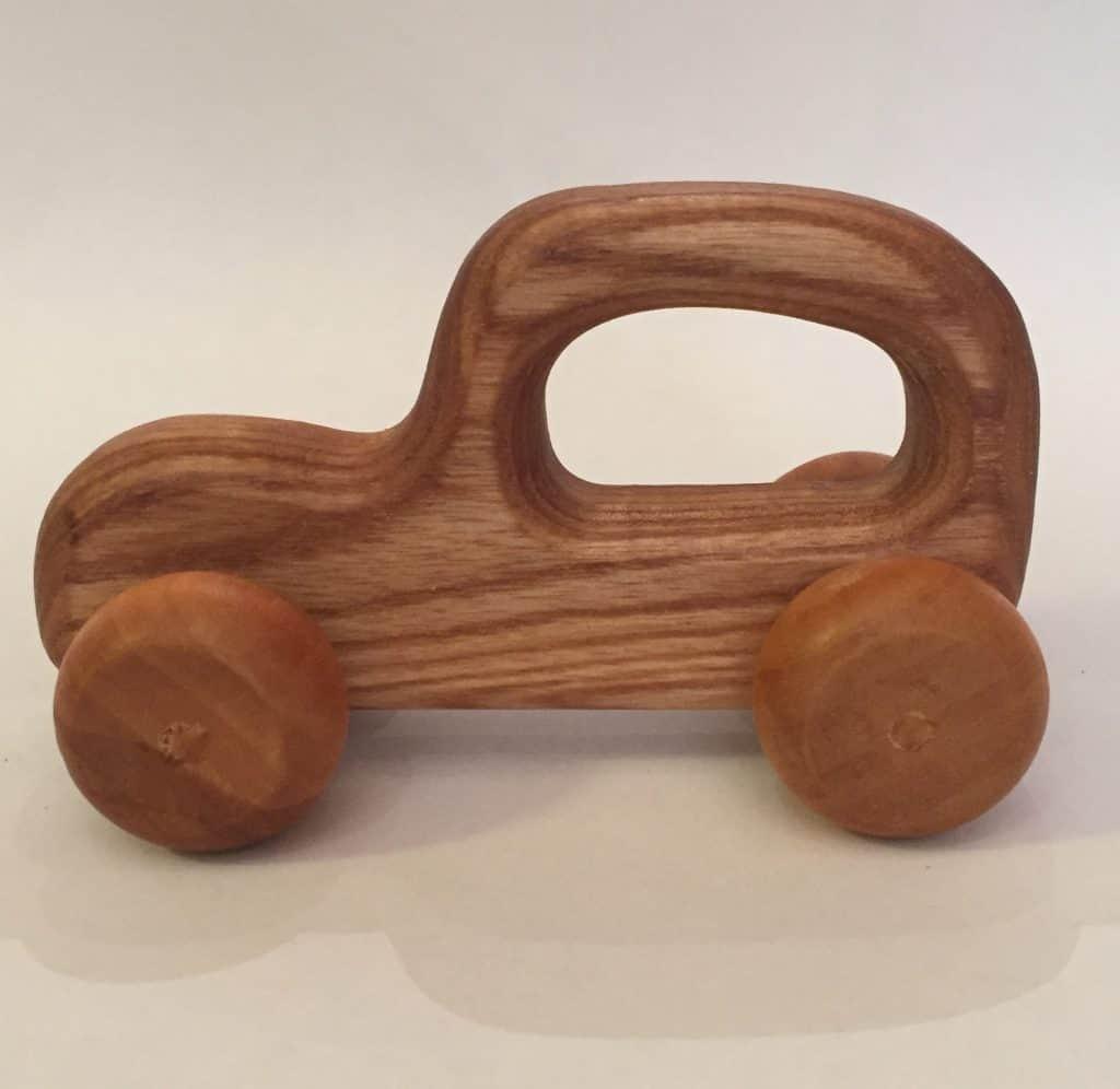 Håndlavede træbil i old style