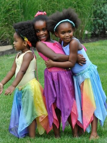 Fe-skørt i gul/regnbue 4-8 år